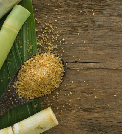 Panela granulada producido a partir de caña de azúcar. vista superior Foto de archivo - 48118704