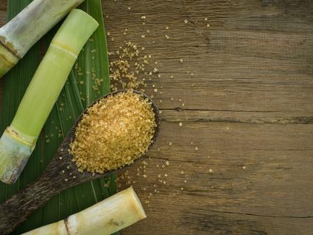 kristalsuiker bruine suiker geproduceerd uit suikerriet. Landbouw begrip bedrijfstak Stockfoto