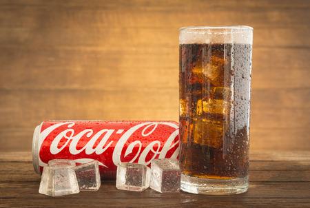 Bangkok, Thailand - 13. Oktober 2015: Coca-Cola Erfrischungsgetränke ...