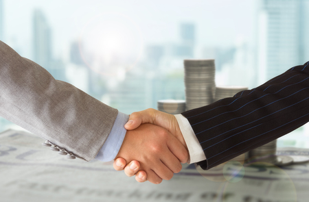 ビジネス人々 は握手の挨拶、取引、合併と買収、おめでとう概念。 写真素材