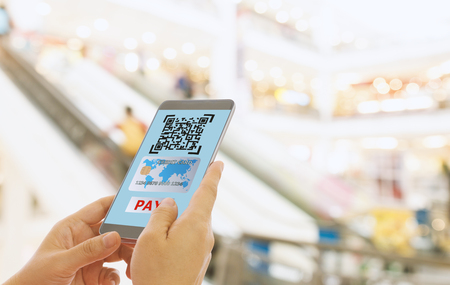 Scan the QR code to a smart phone to pay for goods and services in a superstore for easy and fast. Digital technology concept. Standard-Bild - 116706511