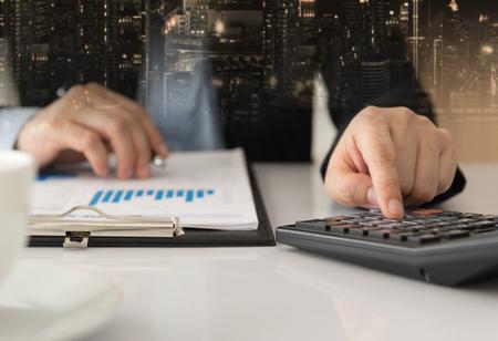 Fund Manager analyzing investment charts. concept of investment portfolio management plan. Standard-Bild - 119797754