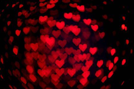 Bokeh en forme de coeur avec de l'obscurité