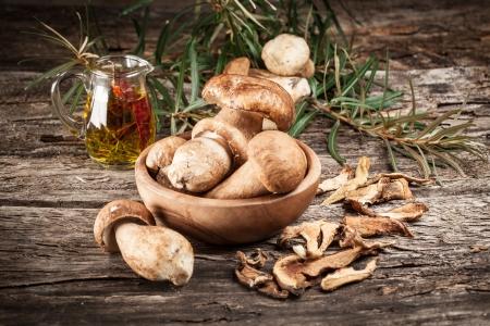 edulis: fresh and dried white mushrooms