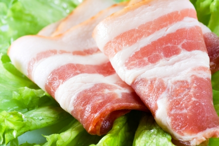 bacon fat: fresh bacon on salad leaves