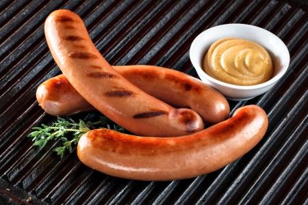 chorizos asados: salchichas de barbacoa Foto de archivo