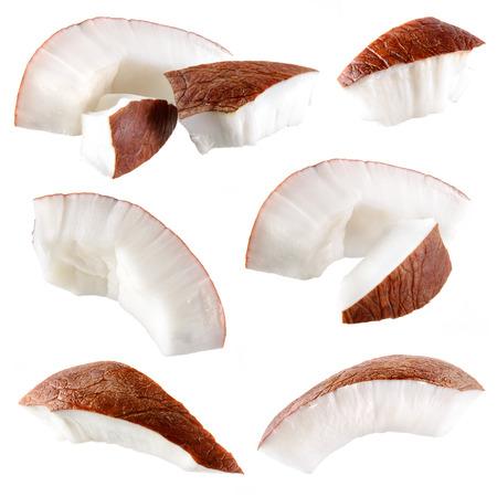 cocotier: Noix de coco. Pi�ces isol�es sur un fond blanc