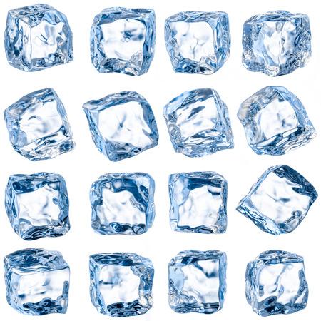cubos de hielo: Cubos de hielo sobre un fondo blanco Foto de archivo