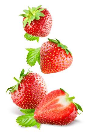떨어지는 딸기. 흰색 배경에 고립. 스톡 콘텐츠