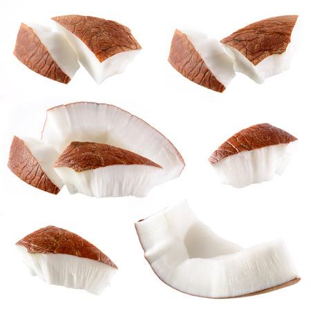 Kokosnoot stukjes geïsoleerd op een witte Stockfoto