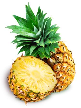Verse ananas een een half geïsoleerd op wit