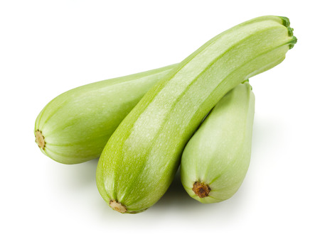 calabacin: Calabacín fresco. Squash aisladas sobre fondo blanco Foto de archivo