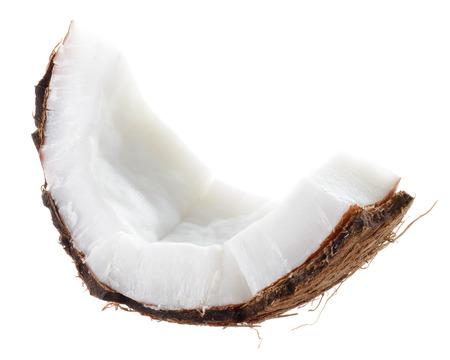 코코넛. 흰색 배경에 과일 조각
