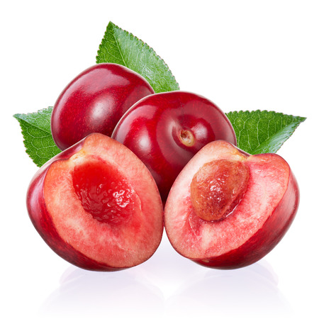 桜。白で隔離の葉と果実