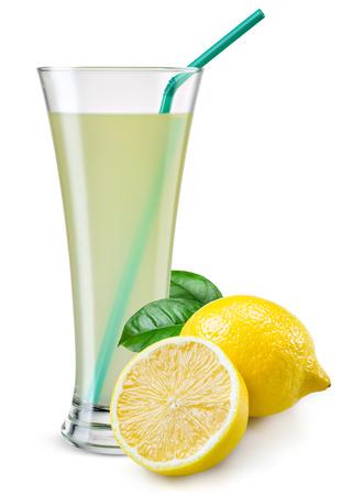 jus de citron: Verre de jus de citron avec des fruits isol� sur blanc.