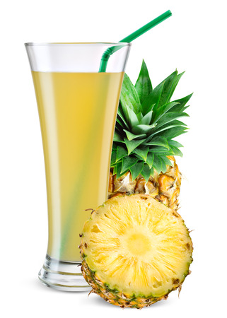 Glass of pineapple juice with fruit isolated on white. Banque d'images