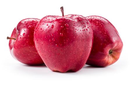 manzanas: Tres manzanas rojas frescas con gotas aisladas en blanco