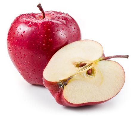 Roter Apfel und eine Hälfte mit Tropfen auf weiß isoliert Standard-Bild