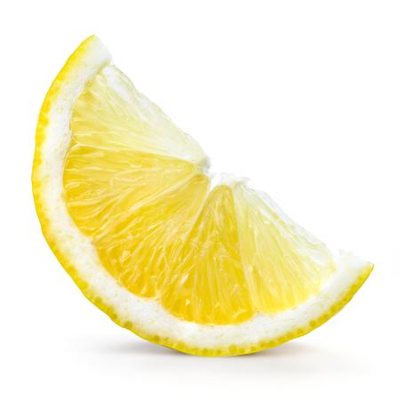 limon: Fruto de limón. Rebanada aislada en blanco