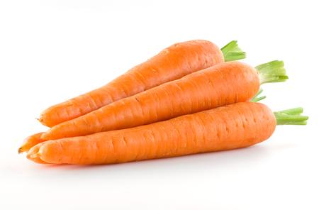 verduras verdes: Zanahoria. Mont�n de vegetales aislado en blanco