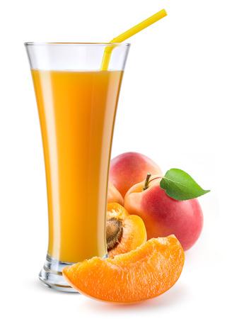 vaso de jugo: Vaso de jugo de frutas con apicot aislado en blanco.