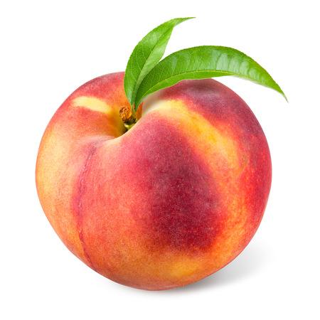 naranja fruta: Melocot�n con la hoja aislada en blanco