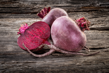 Fresh organic beetroot on wooden table, horizontal Zdjęcie Seryjne