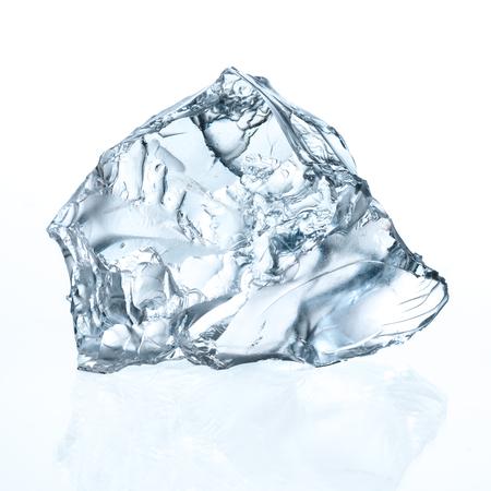 cubo: El cubo de hielo aislado en blanco. Con trazado de recorte Foto de archivo