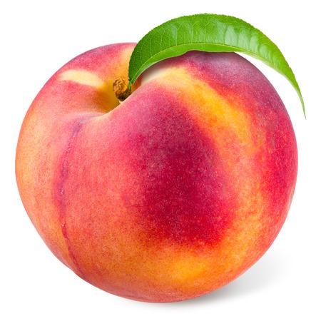 Perzik met blad op wit wordt geïsoleerd Stockfoto