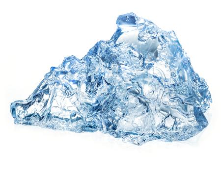 vasos de agua: Hielo aislado en el fondo blanco