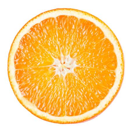 Sinaasappelschijfje geïsoleerd op witte achtergrond