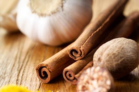 nutmeg: Nutmeg, cinnamon and garlic