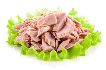 Canned tuna chunks with green salad Stockfoto