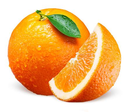 Orange fruit with drops. Whole, slice and leaf isolated on white Stockfoto