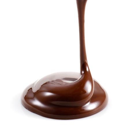 Hot gesmolten chocolade op een witte achtergrond