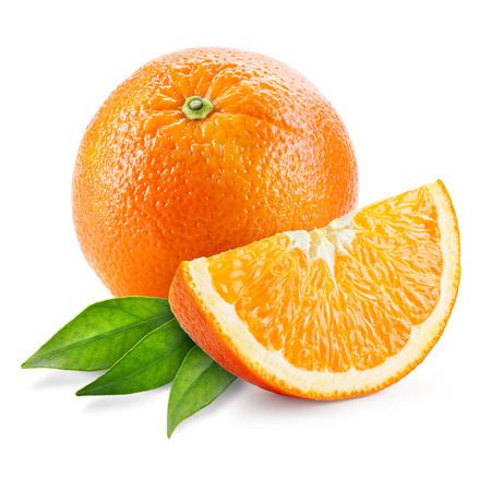 naranja fruta: Orange fruit with leaves isolated on white