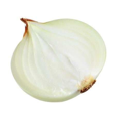 cebolla blanca: La mitad de cebolla de bulbo aislado en blanco. Con trazado de recorte. Foto de archivo