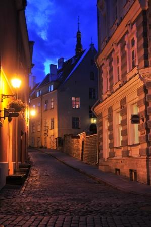 alejce: Ulica nocy na Starym Mieście w Tallinie, Estonia