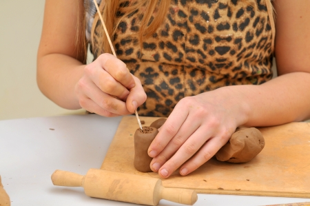 make dirty: Child working with clay
