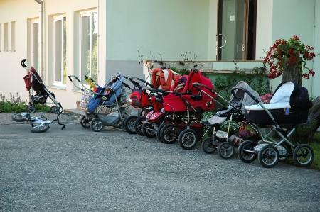 demografia: muchos cochecito de bebé