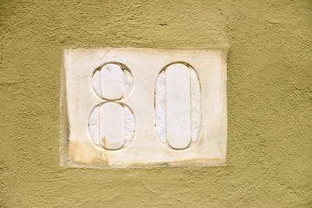 achtzig: Marmor Hausnummer achtzig Lizenzfreie Bilder