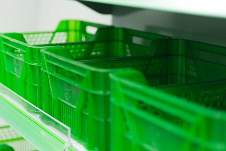 Green boxes on the shelves of the store. The empty shelves of the store. 版權商用圖片