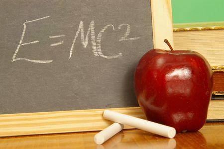 Symbolic equation on a school slate. 版權商用圖片