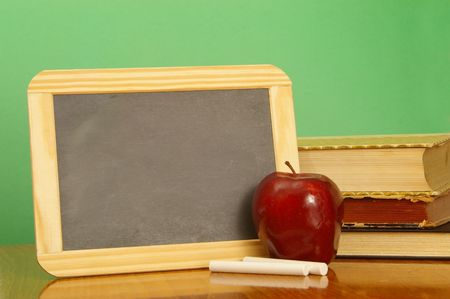 A black school slate ready to deliver your message. 版權商用圖片