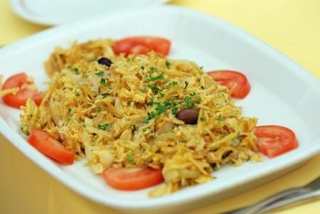 Hagyományos portugál tőkehal étel a tányéron