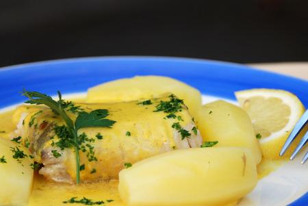 Visfilets in een citroen en kruidensaus en aardappel