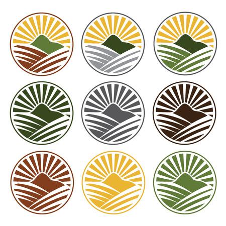 sol naciente: conjunto de etiquetas vintage con sol, las montañas y la granja