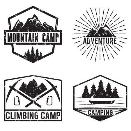 arbol de pino: conjunto de etiquetas de la vendimia aventura en la montaña y camping Vectores