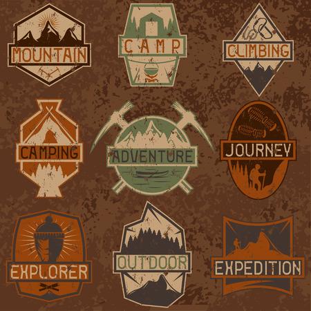 escalando: conjunto de etiquetas de época grunge aventura en la montaña, senderismo y escalada