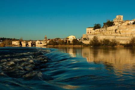 zamora: River Duero in Zamora Stock Photo